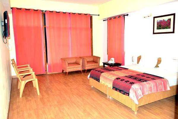 United 21 Resort Shimla Room 2